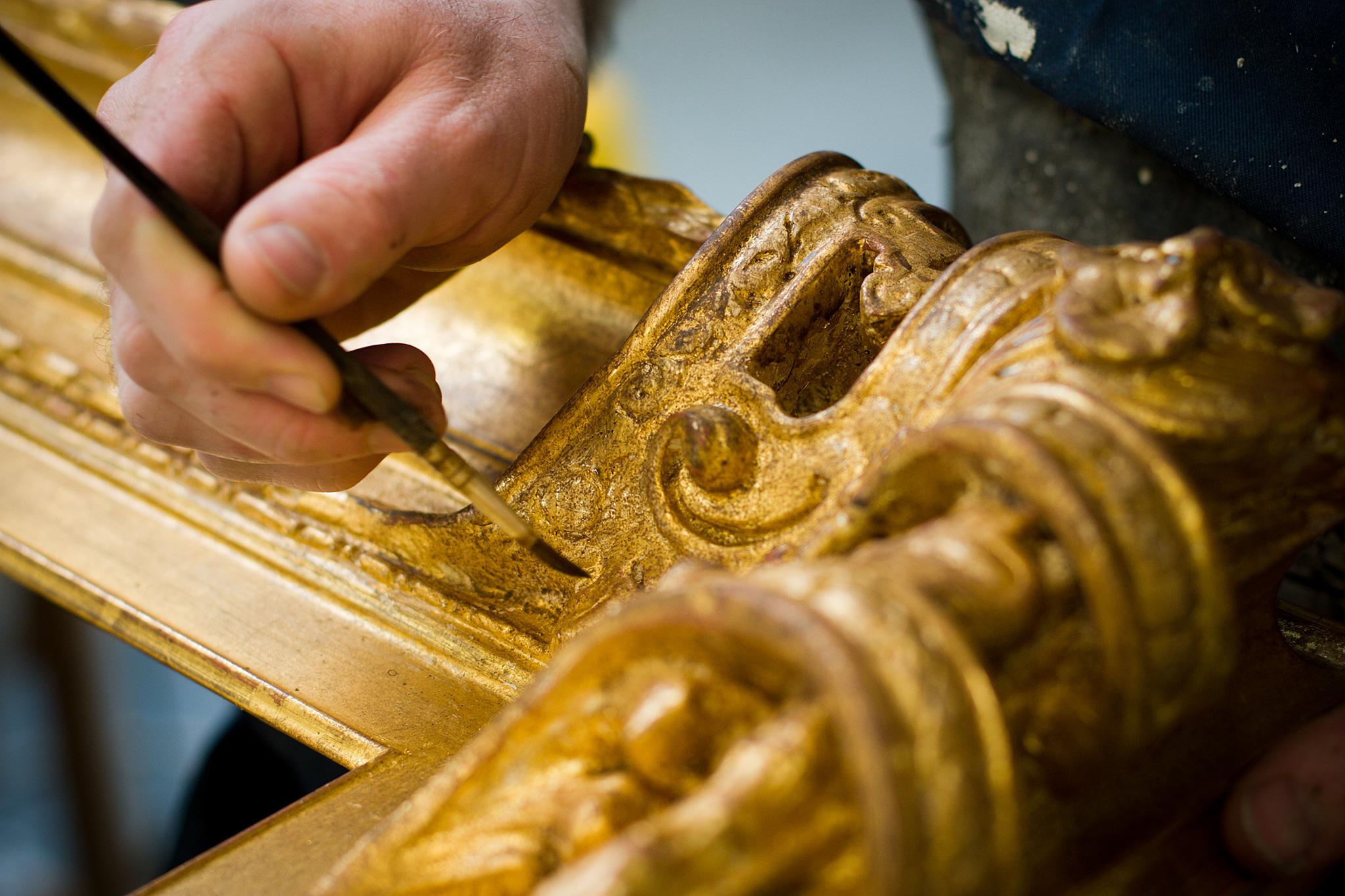Oud maken van gouden lijst